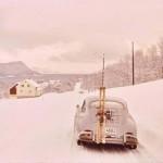 porsche 356 en norvège sous la neige avec ski