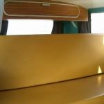 vw-bus-t2ab-camper-van-westfalia-interieur-banquette-coolcampers-web
