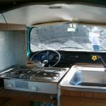vw-bus-t2ab-camper-van-westfalia-interieur-cuisine-evier-rechaud-coolcampers-web