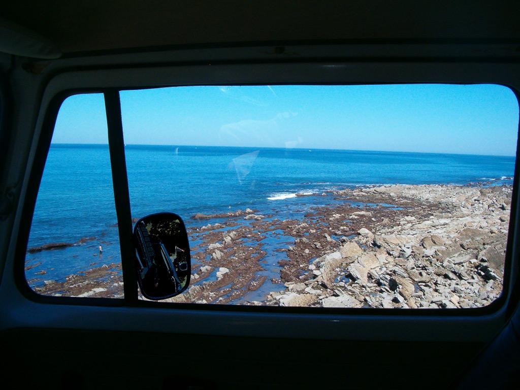 VW bus Westfalia vue ocean depuis l'interieur